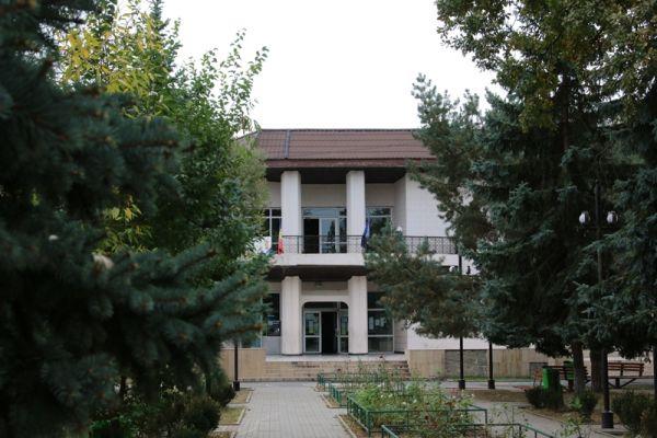 Casa-de-Cultura-Plopeni-si-Parcul-central-3